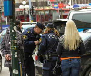 اعتقال 3 أشخاص في السويد للاشتباه بقيامهم بالإعداد لتنفيذ عمل إرهابى