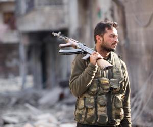 65 مسلحا من المعارضة سلموا أنفسهم للجيش السوري بشمال البلاد