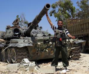 """الجيش السوري يحاصر """"داعش"""" بمدينة الميادين شرق سوريا"""