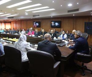 خالد عبد العزيز يجتمع مع قيادات الوزارة لمناقشة خطة العمل