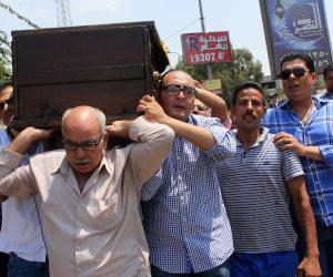 العشرات يشيعون جثمان رئيس حزب التجمع السابق رفعت السعيد (صور)