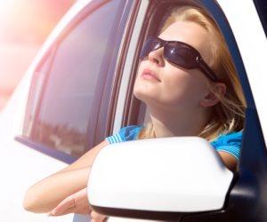 خبراء ألمان ينصحون بفتح نوافذ السيارة توفيراً للوقود