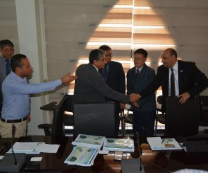 وزير البيئة يلتقي وفد إحدى الشركات الكورية لبحث التعاون في مجال المخلفات