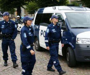 شرطة فنلندا تطلب اعتقال خمسة مشتبه بهم لصلتهم بهجوم بسكين