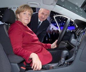 المستشارة الألمانية تصر على التحول للسيارات الكهربائية