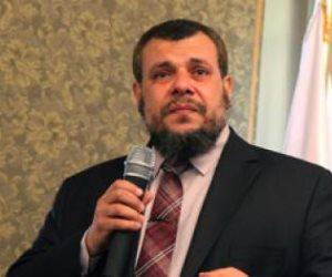 قبل غرقها.. خالد علم الدين يقفز من سفينة «النور»