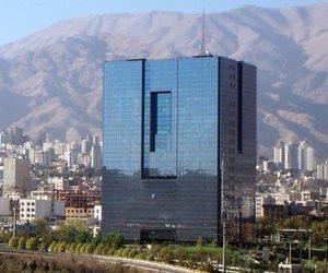 بعد انهياره أمام الدولار.. إيران تضبط سعر صرف الريال لوقف تدهوره