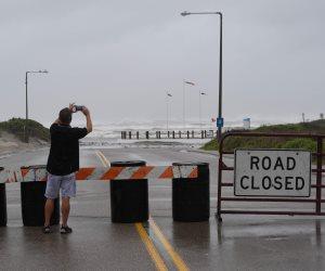 الإعصار العنيف «هارفي» يجتاح سواحل ولاية تكساس الأمريكية (صور)