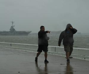 «موتة وخراب ديار»..إعصار هارفي يتسبب في مقتل العشرات وتشريد الآلاف (صور)