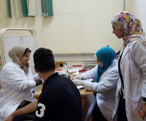 الكشف على 1900 حالة بقافلة علاجية في قرية الكرم بالمنيا