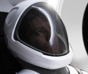 رئيس تيسلا يصمم زياً لرواد الفضاء