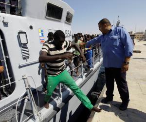 """اعتقال 17 شخصا لتهريبهم مهاجرين للاتحاد الأوروبي بـ""""صريبا"""""""