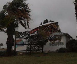 نحو 2000 شكوى ضد محتالين استغلوا العاصفة هارفي