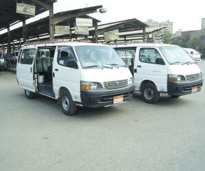 رئيس حي المطرية يفاجئ سائقي موقف «مسطرد» للتأكد من إلتزامهم