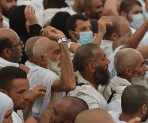 المصريون يرجمون إبليس بـ 3.430 مليون جنيه في 3 أيام