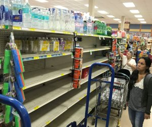 الإعصار إرما يقترب من فلوريدا والأهالي يغادرونها بأعداد هائلة