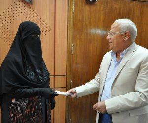 محافظ بورسعيد يكرم العاملين بوحدة الدفع الإلكتروني بإدارة شمال التعليمية