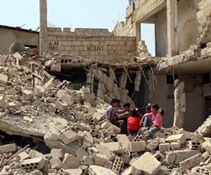 """غارات على دير الزور السورية لطرد """" داعش """".. ومقتل 16 مدنيا بينهم اطفال"""