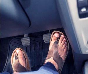 احذر من ارتداء «الشبشب» أثناء قيادة السيارة بفصل الصيف