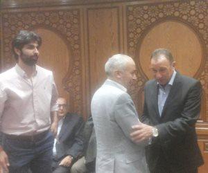 محمود الخطيب يحضر عزاء مشرف نائب رئيس اللجنة الأوليمبية (صور)