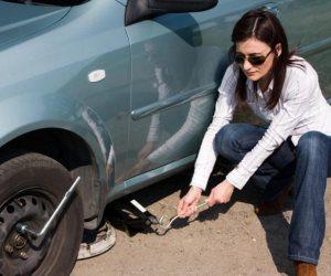 للسيدات.. تعرفي على أسهل طريقة لتغيير إطارات السيارات