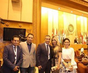 إيمان أبو طالب تهنئ زوجها لتكريمه في احتفالية جامعة الدول العربية
