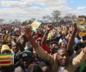 توافد الآلاف على شوارع زيمبابوى ابتهاجا بسقوط الرئيس موجابى المتوقع