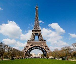 """مقابل 169 ألف يورو.. قصة بيع جزء من """"درج"""" برج إيفل في مزاد بباريس"""