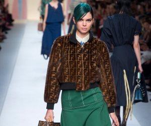 """""""كيندال جينر وجيجي حديد"""" بشعر أزرق في مجموعة """"فيندي"""" بأسبوع الموضة في ميلان"""