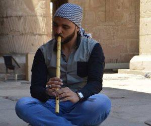 """عبد الرحمن """" الناياتي"""" بيحب الموسيقى وبيعشق الناي وبيصنع الآلة بنفسه"""