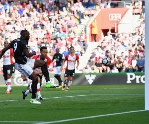 الشوط الأول.. مانشستر يونايتد يتقدم على ساوثهامبتون بهدف لوكاكو (فيديو)