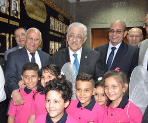 وزير التربية والتعليم يزور مصنع اللوتس للملابس لمتابعة دورات تدريب الطلاب (صور)