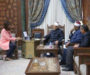 """نبيلة مكرم لـ""""الطيب"""": المصريون في الخارج يقدرون صوت الأزهر"""