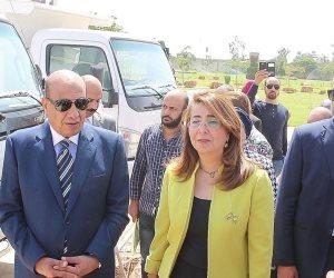 التضامن والعربية للتصنيع تسلمان 5 جمعيات أهلية معدات كسح وسيارات قمامة