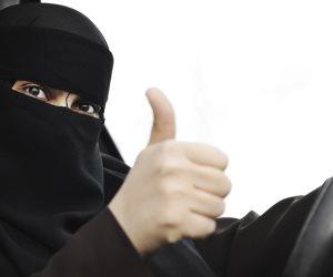 ساعات تاريخية.. شاهد ريم ابنة الوليد بن طلال تقود السيارة لأول مرة في السعودية