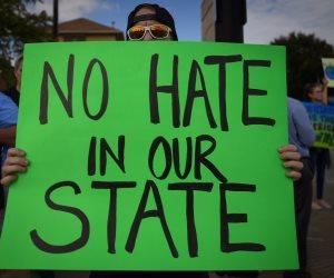 المعارضون لترامب يتظاهرون بولاية إنديانا أثناء خطابه حول الإصلاح الضريبي (صور)