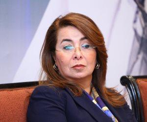 """بكاء وزيرة التضامن متأثرة بحديث زوجة الشهيد أحمد المنسي """"فيديو"""""""