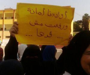 """أولياء أمور مدرسة المنيل القومية يتظاهرون لرفضهم المدير: """"يتطاول علينا"""" (صور)"""