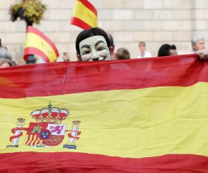 """رئيسة حكومة إقليم مدريد """"حرامية كريم"""".. والمسؤولة الإسبانية تعلن استقالتها"""