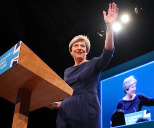 """رئيسة الوزراء البريطانية تستعد لتغيير """"جذري"""" فى الحكومة"""