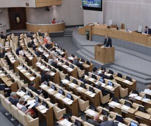 """فى زيارة يلتقون خلال رئيس مجلس النواب.. وفد من """"الدوما"""" الروسى يصل القاهرة"""