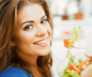 شوكة إلكترونية تساعد على تناول الطعام ببطء والمضغ الجيد