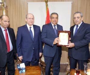 رئيس مجلس الدولة يشيد بمدى التطور الذي وصل إليه البريد المصري