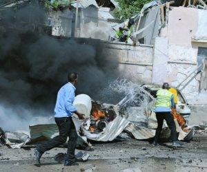 بعصابات رأس حمراء.. الآلاف يتظاهرون بالصومال