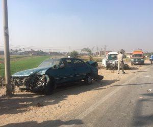 إصابة 3 أشخاص نتيجة حادث تصادم سيارتين أعلى طريق الفيوم الصحراوى