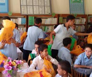 طلاب مدارس النيل الدولية ببورسعيد يهدون زملائهم ملابس رياضة وأدوات مدرسية