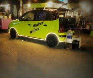 3 شباب وسيارة وحلم النجاح.. ثلاثية مشروع صغير لبيع المشروبات بالمقطم