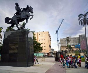 هدية من نيويورك.. كوبا تكشف النقاب عن تمثال لخوسيه مارتي