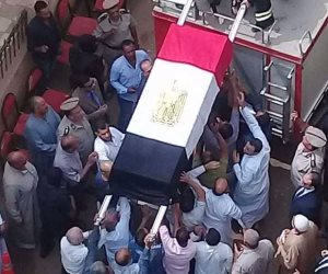 من مسجد الغريب.. تشييع جثمان شهيد السويس في جنازة عسكرية