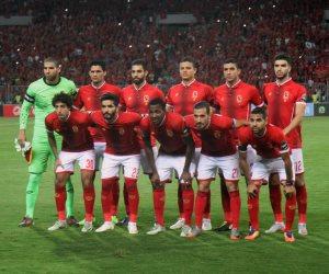 ثلاث سيارت لتأمين أتوبيس لاعبي الاهلى قبل مواجهة المصري